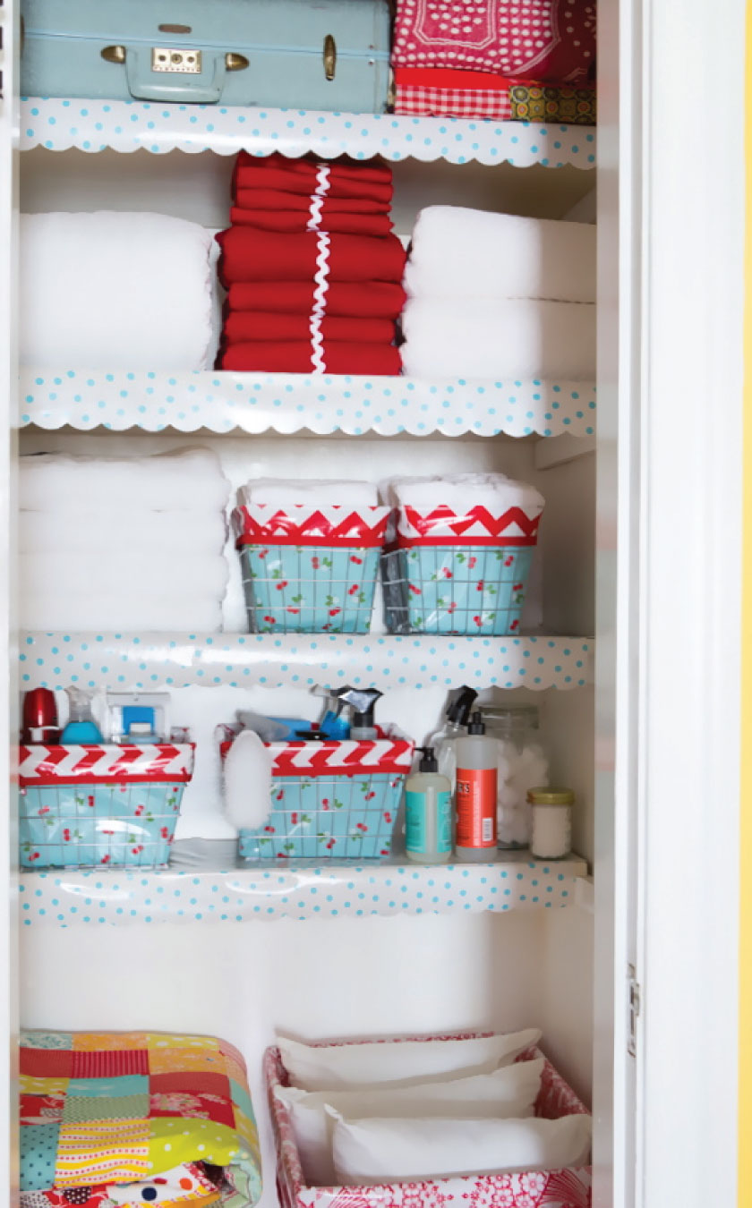 Charmant Full Linen Closet With Oilcloth Shelf Liners