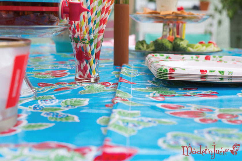 Velcro-closure!-Umbrella-Ready-Tablecloth-pattern-from-the-book,-At-Home-with-Modern-June