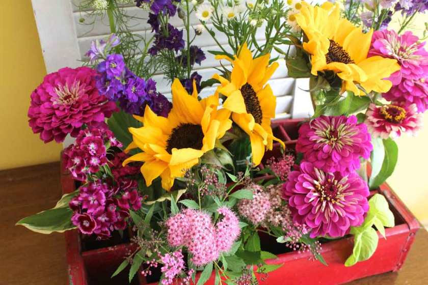 Farmers-Market-Flowers-in-Vintage-Sode-Crate-Feature-
