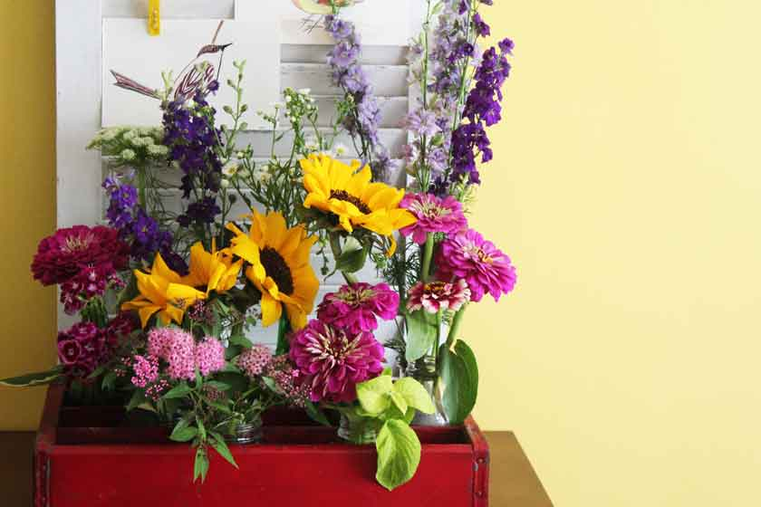 Soda-Crate-and-Farmers-Market-Flowers